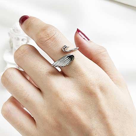指輪の指の意味:人差し指の指輪(インデックスリング)